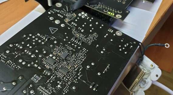 Reparación de placa en un iMac de 27 pulgadas de 2016 que no enciende